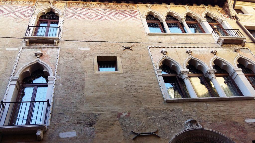 Treviso cosa vedere in bici fra architetture antiche e for Casa di architettura gotica